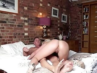 Gorgeous Blonde Woman, Victoria Summers Got Down And Dirty With A Killer Stud From Her Neighborhood