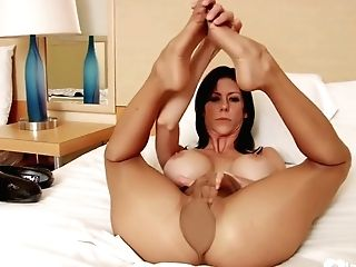 Big Breasts - Beauty Displays Her Inviting Feet While Fap