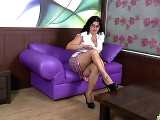 Old Woman Lucia Can't Manage Her Libido And Fucks Herself