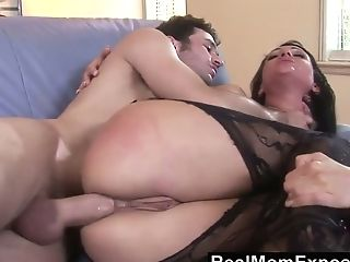 Youthful Dude Has The Honor Of Fucking Stunning Stepmom Victoria Sin