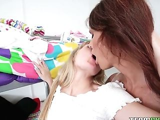 Wise Girl-on-girl Stepmom Syren De Mer Licks Fuckbox And Brown Sphincter Of Beautiful Stepdaughter