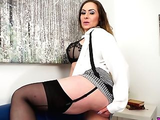 Stunning Cougar Sophia Delane Shows Off Her Captivating Big Milk Cans And Yummy Honeypot